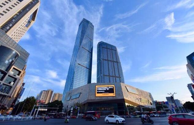 镇江苏宁广场